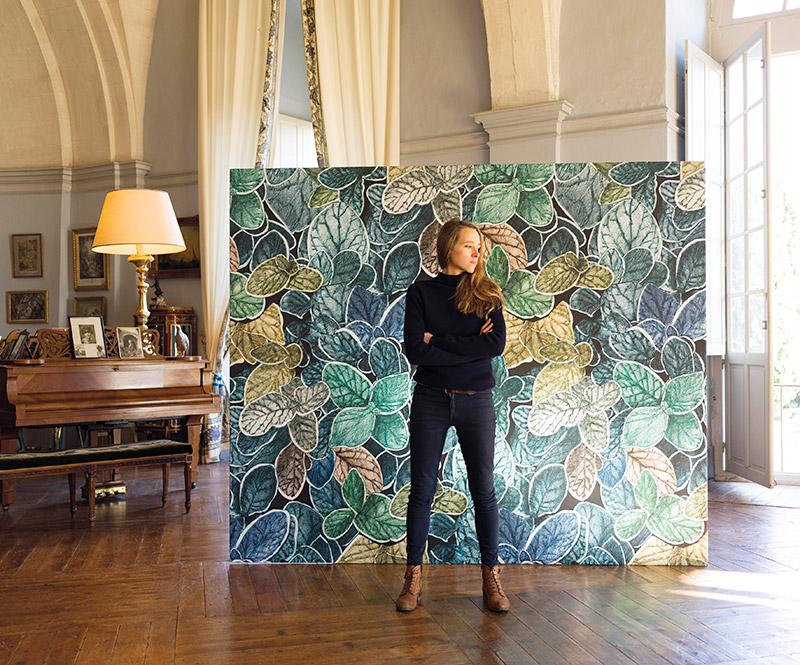 Annabelle Vermont, créatrice de la collection de papiers peints Faune & Flore pour Ressource