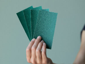 Papier abrasif, grain 100